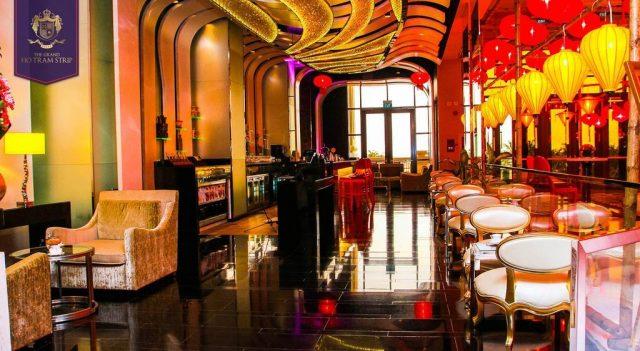 Sảnh ngoài của khách sạn the grand ho tram strip mang đậm nét Châu Âu (Ảnh ST)
