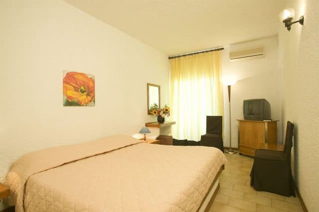 Phòng ngủ đầy đủ tiện nghi của khách sạn Long Hải beach ( Ảnh ST)