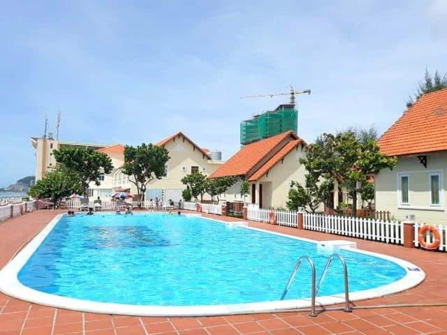 Hồ bơi của hai duong intourco Resort tại Vũng Tàu (Ảnh ST)