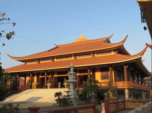 Khu vực chính đường khang trang với kiến trúc mái vòm như một tòa thành trong phim cổ trang Trung Quốc (Ảnh: sưu tầm)