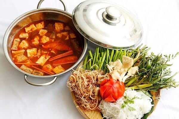 Lẩu Thái Chay tại cơm chay Hoa Sen - một quán chay Vũng Tàu cực ngon