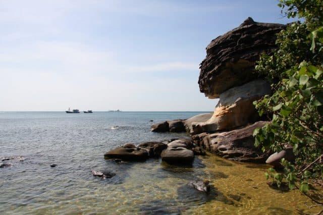 Gành đá lớn gành đá nhỏ (ảnh ST)