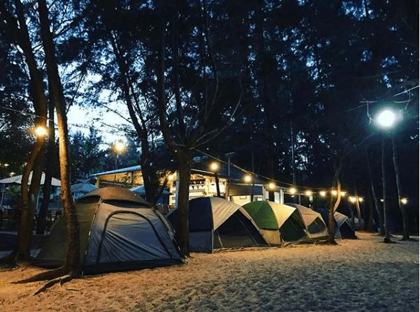Khu cắm trại lung linh mỗi khi lên đèn (ảnh ST)
