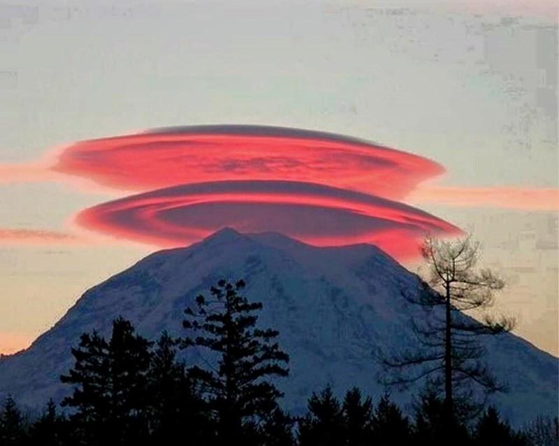 Hình ảnh độc đáo núi FuJi đội nón (Ảnh ST)