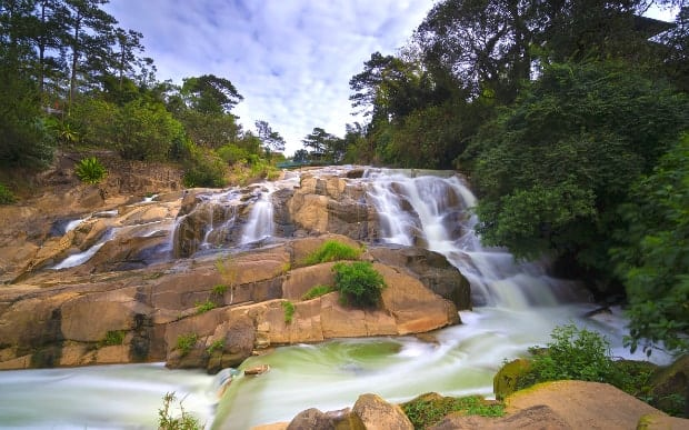 Vẻ đẹp hoang sơ của thác Camly